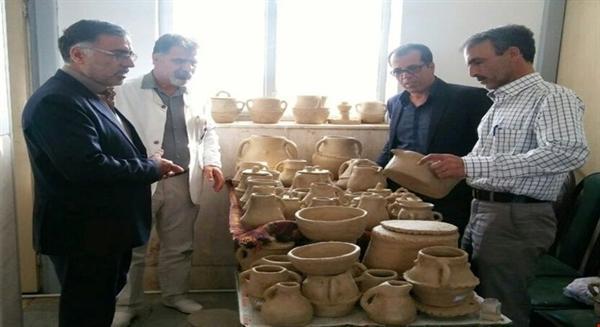 احیای هنر سفالگری بدون چرخ گرد توسط بانوی 75ساله در استان مرکزی