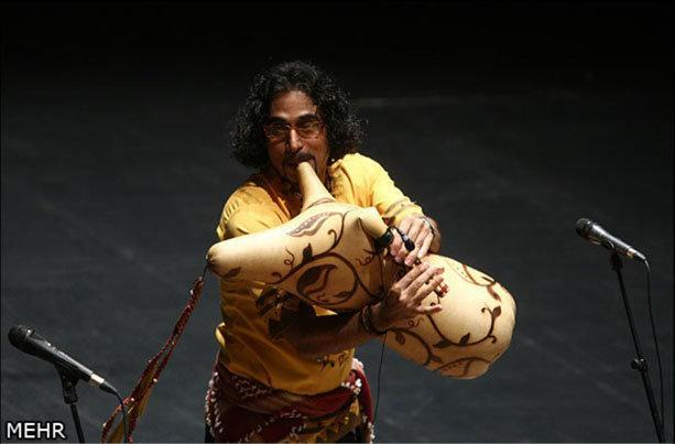 نوازنده ایرانی در دانشگاه تورنتو موسیقی بوشهری می نوازد