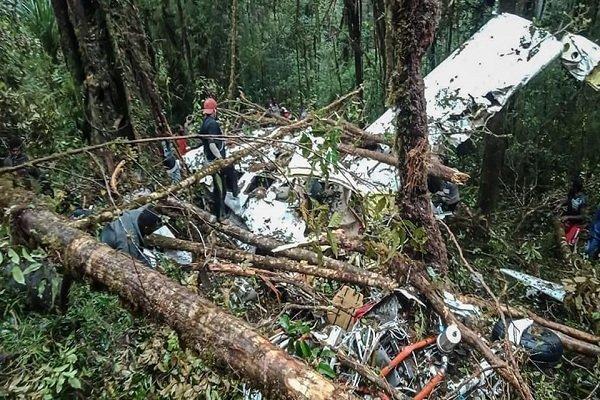سقوط هواپیما در اندونزی با 8 کشته، یک نوجوان 12 ساله نجات یافت