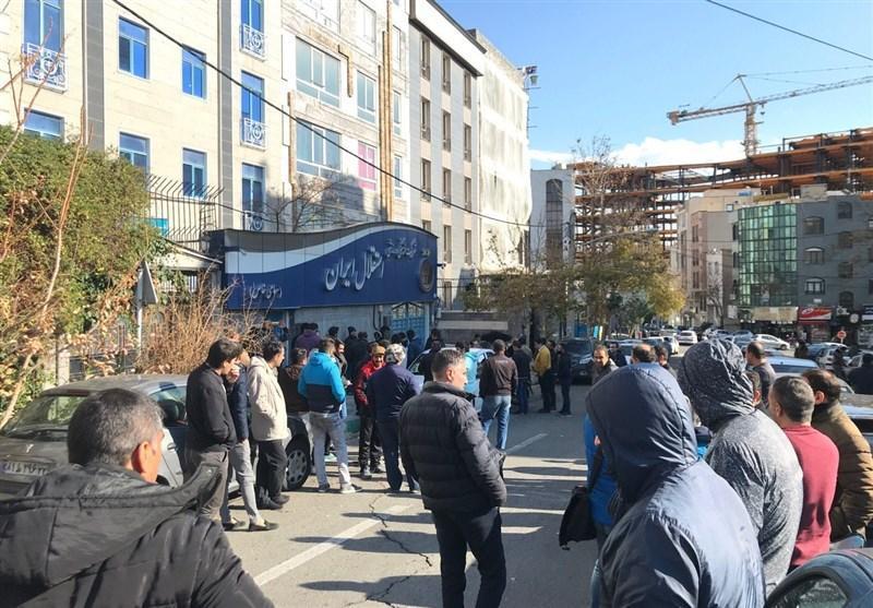 هجوم طرفداران به باشگاه استقلال با شکستن در پارکینگ، شرایط قرمز در ساختمان آبی ها