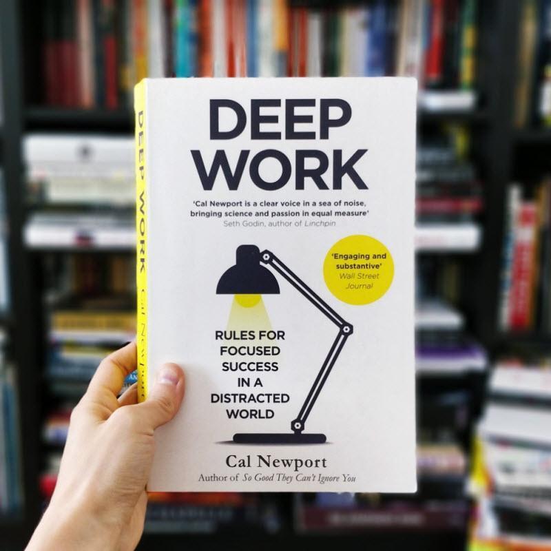 معرفی کتاب کار عمیق ، قوانینی برای تمرکز در دنیایی آشفته، نوشته کال نیوپورت
