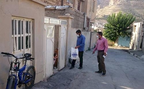 بسته های پروتئینی از سوی جهادگران دانشگاه آزاد ایلام بین نیازمندان توزیع شد