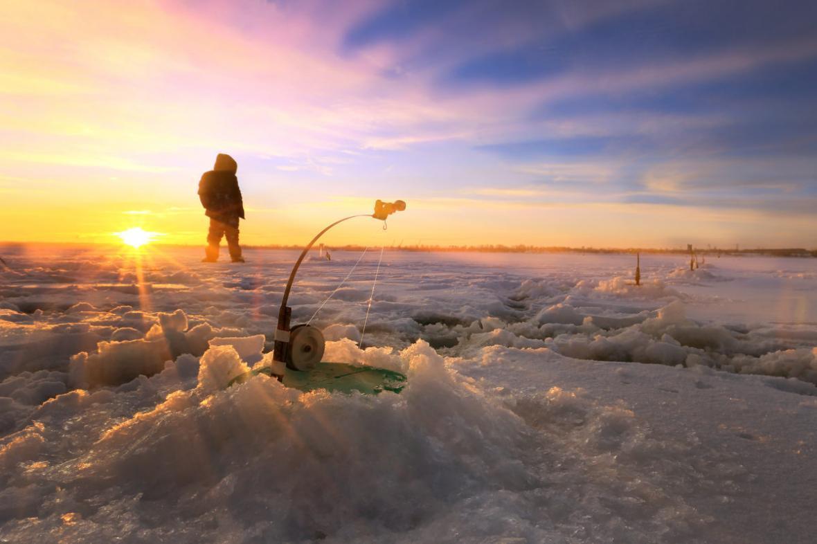 مقاله: در کانادا دریاچه های فوق العاده ای برای ماهیگیری از درون یخ (ice fishing) وجود دارد