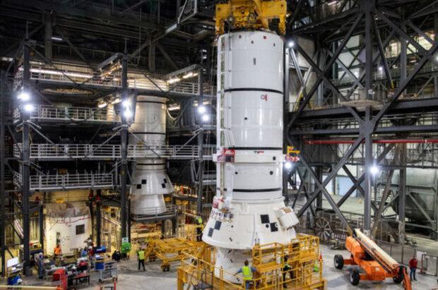فرایند سوار کردن موشک بزرگ ناسا شروع شد