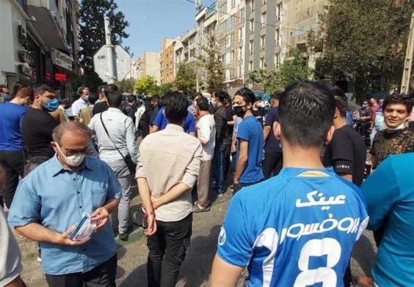 (عکس) استقلالی ها به سیم آخر زدند؛ شعار علیه وزیر، تشویق کاپیتان